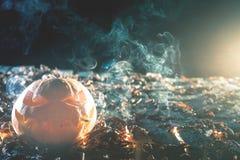 抽香烟的凉快的南瓜在万圣夜 库存照片