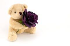 负担举行周年或华伦泰的一朵紫色玫瑰 免版税库存照片