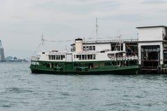 担任主角渡轮船坞在从维多利亚港的码头 库存图片