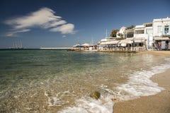 担任主角飞剪机米科诺斯岛镇和港口希腊 库存照片