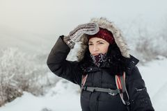担心女性旅游有发现正确的方式的困难 免版税库存照片