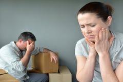 担心的哀伤的被赶出的夫妇调迁房子 库存图片