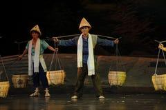 担负杆和竹篮子,竹帽子江西歌剧杆秤 库存照片