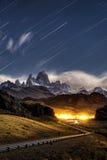 担任主角足迹在Monte费兹罗伊在Los glaciares国家公园, El 免版税图库摄影
