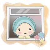 担任主角通过窗口的一部逗人喜爱的回教女孩动画片 免版税库存照片