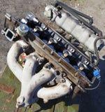 拆卸了一辆老汽车的引擎 免版税图库摄影