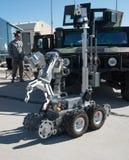 拆弹小组遥控机器人 免版税库存照片