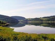 拉丁文和作梦山的一个自然湖 库存图片