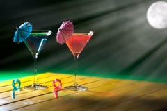拉丁文的假日 由月亮的浪漫假期党鸡尾酒饮料 库存图片