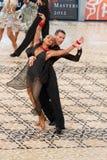 拉丁舞蹈夫妇-舞蹈掌握2012年 免版税库存图片
