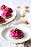 拉伊果子馅饼用甜菜根奶油甜点 库存照片