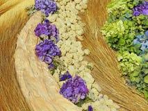 拉伊耳朵和花背景 图库摄影