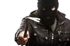 巴拉克拉法帽的犯罪窃贼或夜贼拿着crowb的人或面具 免版税库存照片