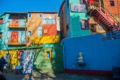拉博卡五颜六色的房子邻里,布宜诺斯艾利斯,阿根廷 免版税库存照片