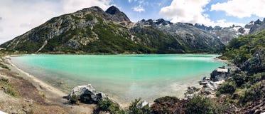 拉古纳埃斯梅拉达的全景图片在乌斯怀亚,巴塔哥尼亚,阿根廷附近的火地群岛 免版税库存图片