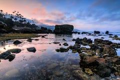 拉古纳海滩浪潮水池在黎明 免版税库存图片