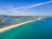 拉各斯和Alvor,阿尔加威,葡萄牙鸟瞰图  免版税库存图片