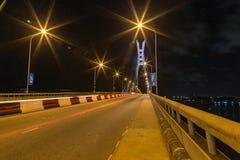 拉各斯尼日利亚ikoyi桥梁的夜场面 免版税库存照片