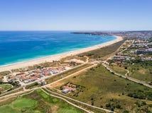 拉各斯,阿尔加威,葡萄牙鸟瞰图  免版税库存照片