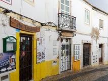 拉各斯, ALGARVE/PORTUGAL - 3月5日:老餐馆和酒吧在La 免版税库存照片