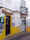 拉各斯, ALGARVE/PORTUGAL - 3月5日:老餐馆和酒吧在La 免版税库存图片
