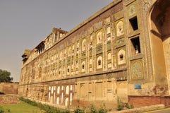 拉合尔老堡垒墙壁和门 免版税库存照片