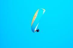 巴拉在天空的滑翔机飞行,有效地花费的业余时间, wonderf 库存照片