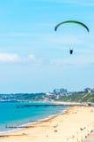 巴拉在天空的滑翔机飞行,有效地花费的业余时间, wonderf 免版税图库摄影