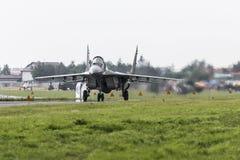 拉多姆,波兰- 8月26 :在空气期间,波兰F-16做它的展示 免版税库存图片