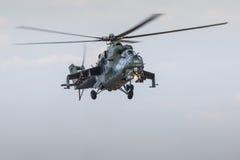 拉多姆,波兰- 8月22 :在飞行表演20期间的米-24后面显示 库存图片