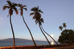 拉奈岛看法moonset的从前面街道在毛伊的Lahaina 免版税图库摄影