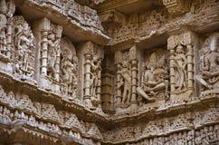 拉妮ki vav被雕刻的内在墙壁,在Saraswati河河岸的一复杂地被修建的stepwell  Patan,古杰雷特,印度 库存图片