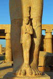 拉姆西斯雕象的片段II在卢克索埃及 免版税库存图片