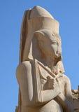 拉姆西斯II雕象在卡纳克神庙 免版税图库摄影