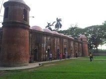 拉屎的Gombuj历史的60个圆顶清真寺在Bagerhat 库存图片