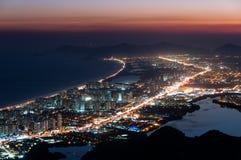 巴拉岛da Tijuca在晚上 免版税库存照片