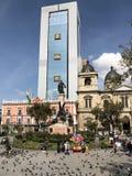 拉巴斯,玻利维亚- 2018年6月:每日生活在广场Murillo在拉巴斯,玻利维亚 库存图片