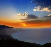 拉帕尔马岛与橙色太阳的muntains日落 库存照片