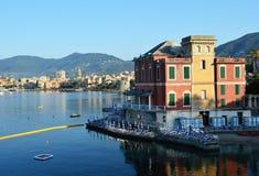 拉帕洛海滨胜地和港口 拉帕洛地区在Parco Naturale Regionale二菲诺港,利古里亚,意大利包括 免版税库存图片