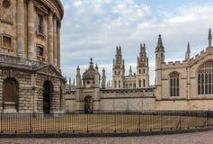 拉德克利夫照相机和所有灵魂的学院,牛津 图库摄影