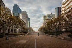 拉德芳斯:巴黎现代商业区  免版税库存照片