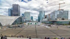 拉德芳斯timelapse hyperlapse现代事务摩天大楼和财政区在有高层建筑物的巴黎 股票视频