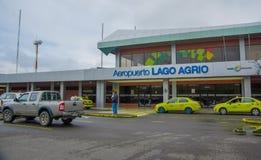 拉戈阿格里奥,厄瓜多尔2016年11月16日:位于市的美丽的机场拉戈阿格里奥,游人到达 免版税库存照片