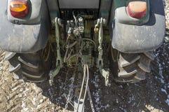 拉扯拖车的农用拖拉机 Atatching地区细节 免版税图库摄影