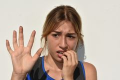 拉提纳十几岁的女孩和恐惧 库存图片