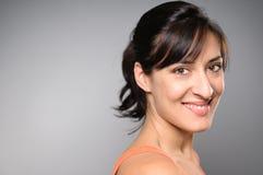 拉提纳妇女微笑的画象 免版税图库摄影