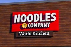 拉斐特-大约2016年12月:Noodles & Company快速的偶然餐馆 Noodles & Company提供面条盘IV 图库摄影