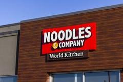 拉斐特-大约2016年12月:Noodles & Company快速的偶然餐馆 Noodles & Company提供面条盘v 免版税库存照片