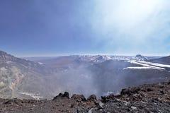 拉斯卡尔火山与喷气孔的火山火山口 免版税库存照片