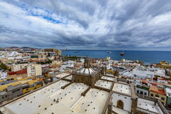 拉斯帕尔马斯de大加那利岛在一美好的天,从圣安娜大教堂的看法全景  免版税库存图片